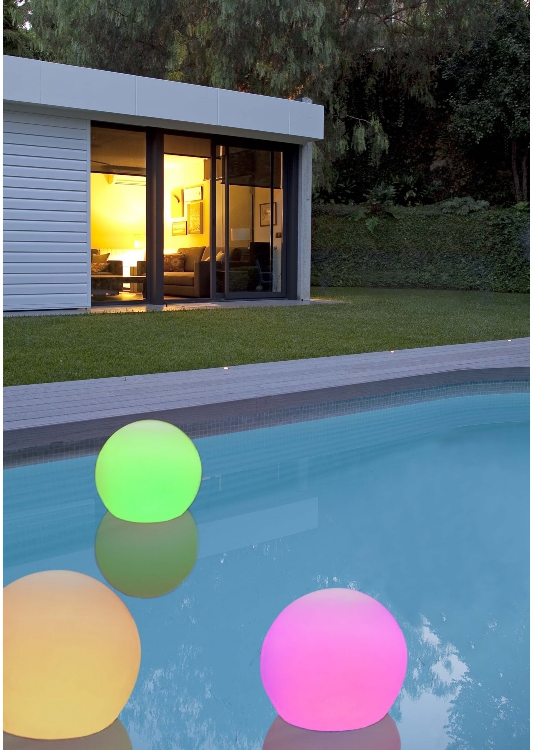 Conoce las ventajas de las luces de leds para tu piscina for Luces led piscina