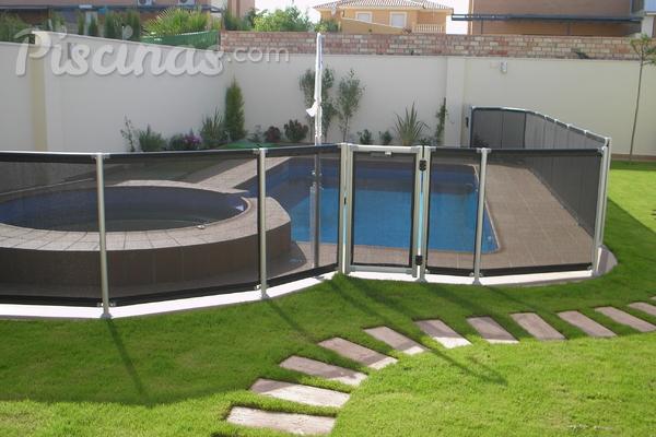 Rejas para piscinas lo mejor para la seguridad de tus for Proteccion de piscinas