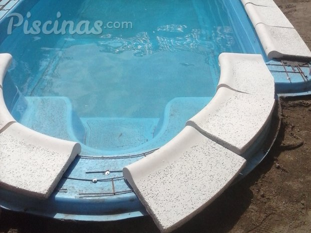 Piscinas del valle for Bordes decorativos para piscinas
